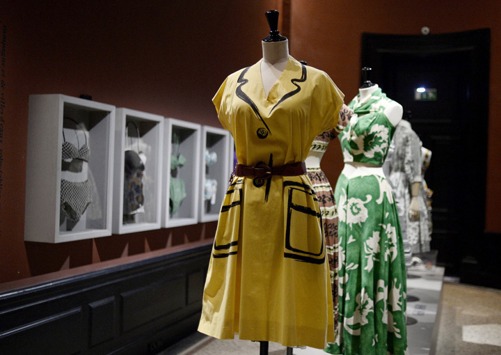 1950s elegance celebrated in Paris fashion exhibit