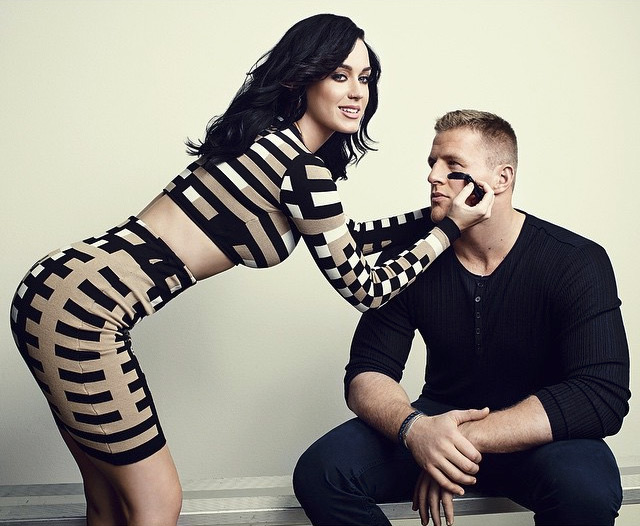 Katy Perry Fails to Score with Super Bowl Nails