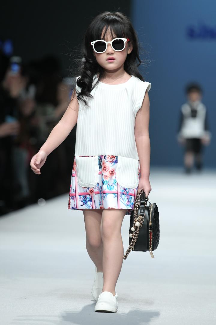 9-Year-Old Chinese Model at Paris Fashion Week Raises Eyebrows