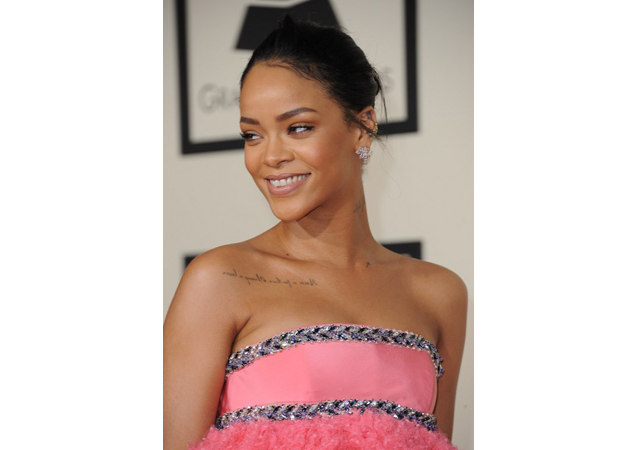 Rihanna's Beauty Secrets Revealed! Top 10 Rihanna Makeup Looks