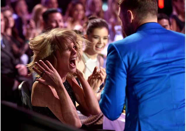 Taylor Swift FREAKS OUT at iHeartRadio Awards, See the Pics
