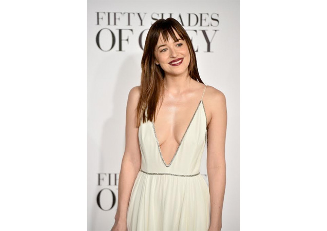 Dakota Johnson Chops It Off!