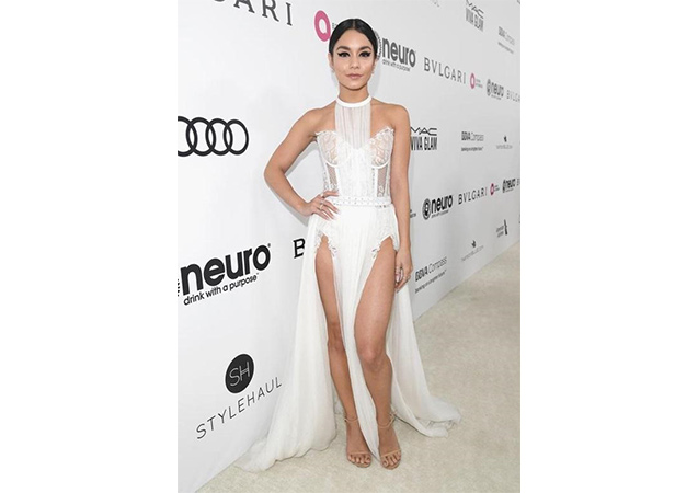 Vanessa Hudgens in sabbia aniline NUDIST sandals at the 25th Annual Elton John AIDS Foundation Academy Awards Party.