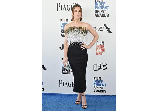 Kate Beckinsale in black suede APPLIQUE sandals at the 2017 Film Independent Spirit Awards.