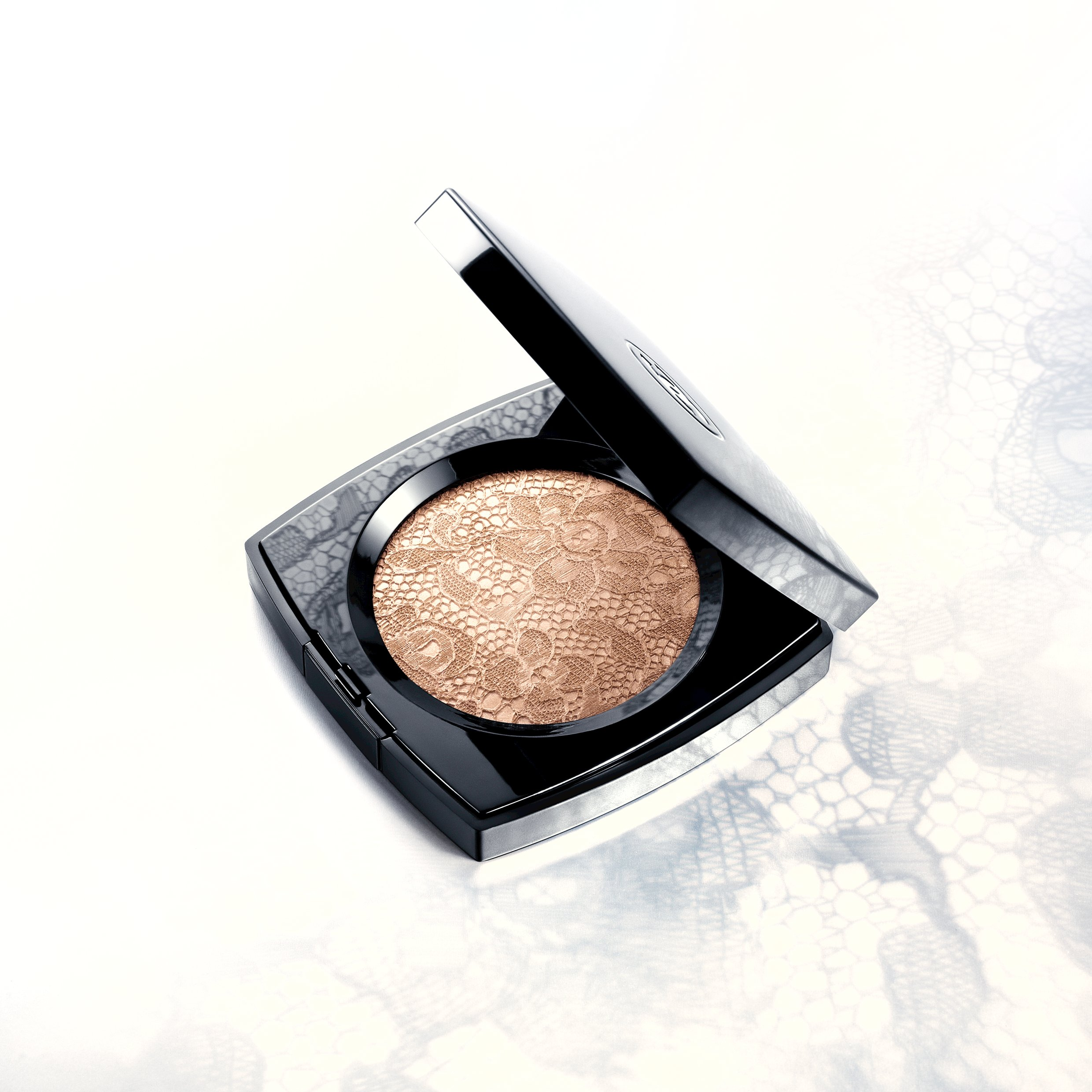 Chanel presents Illuminating Powder in lace edition for spring
