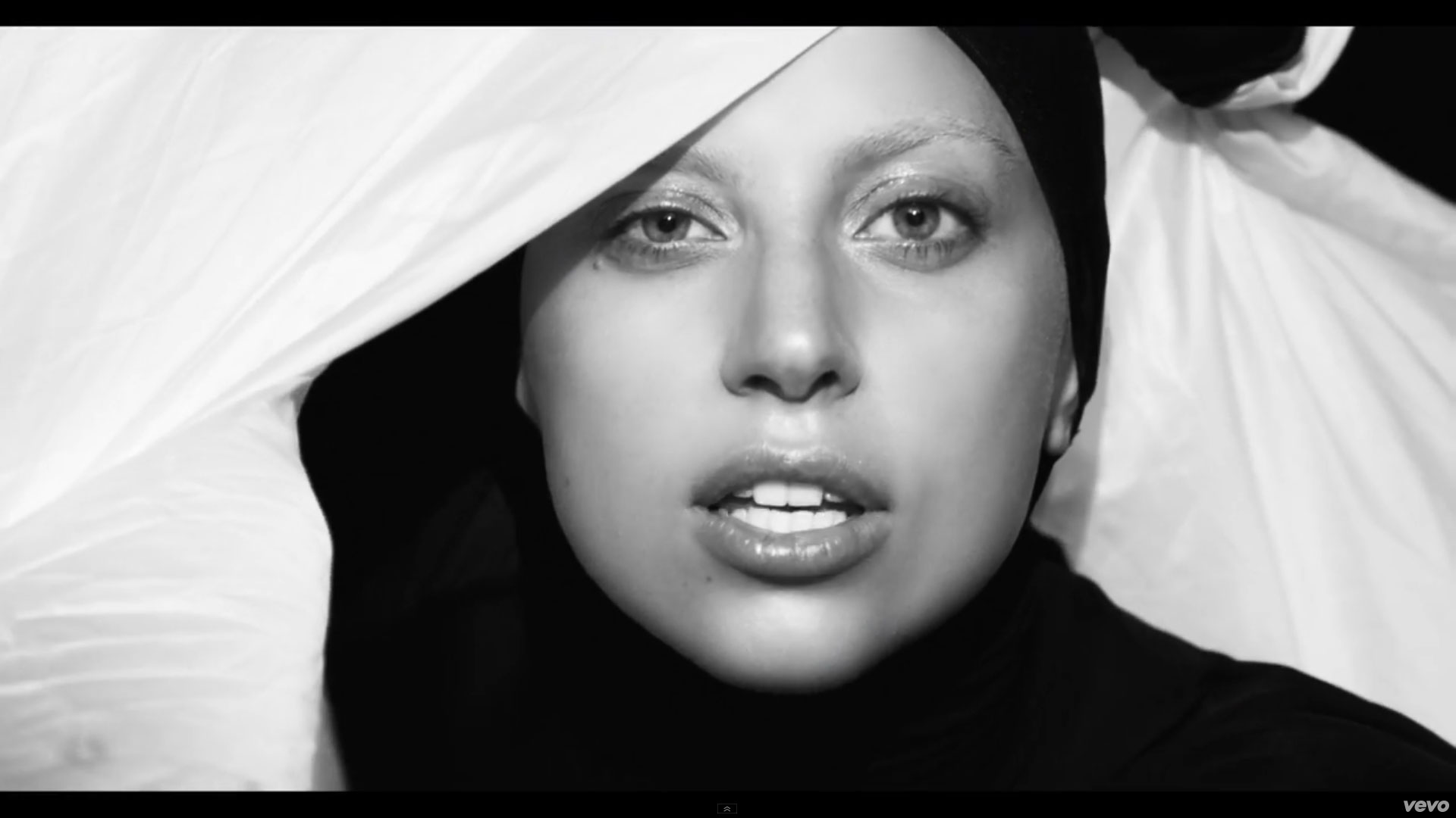 Lady Gaga releases video for 'Applause'