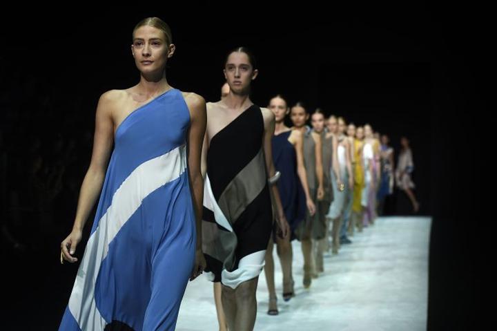 Global fashion circus swings into Milan
