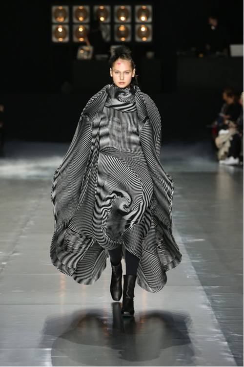 Clothing By Baking It In An Oven By Issey Miyake: Issey Miyake Fall-Winter 2016